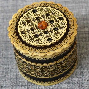 Шкатулка из бересты прор новая с янтарем Артикул 50400-1  55x50