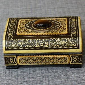 Шкатулка деревянная сундук прорезнойс тигровым глазом Артикул 01606-22